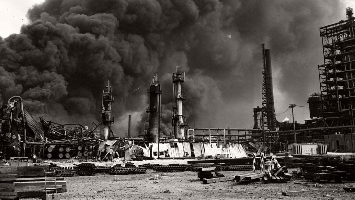 vintage-standard-oil-refinery-fire-1955-02