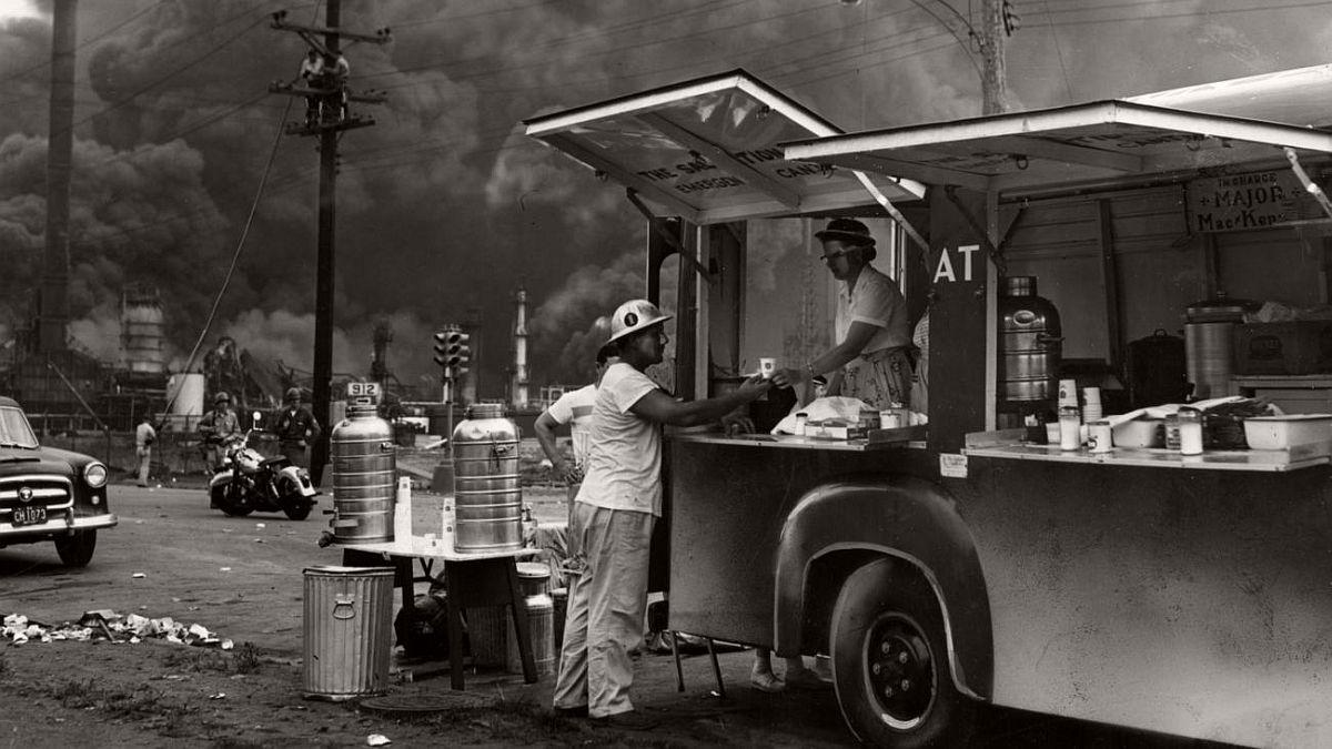 vintage-standard-oil-refinery-fire-1955-05