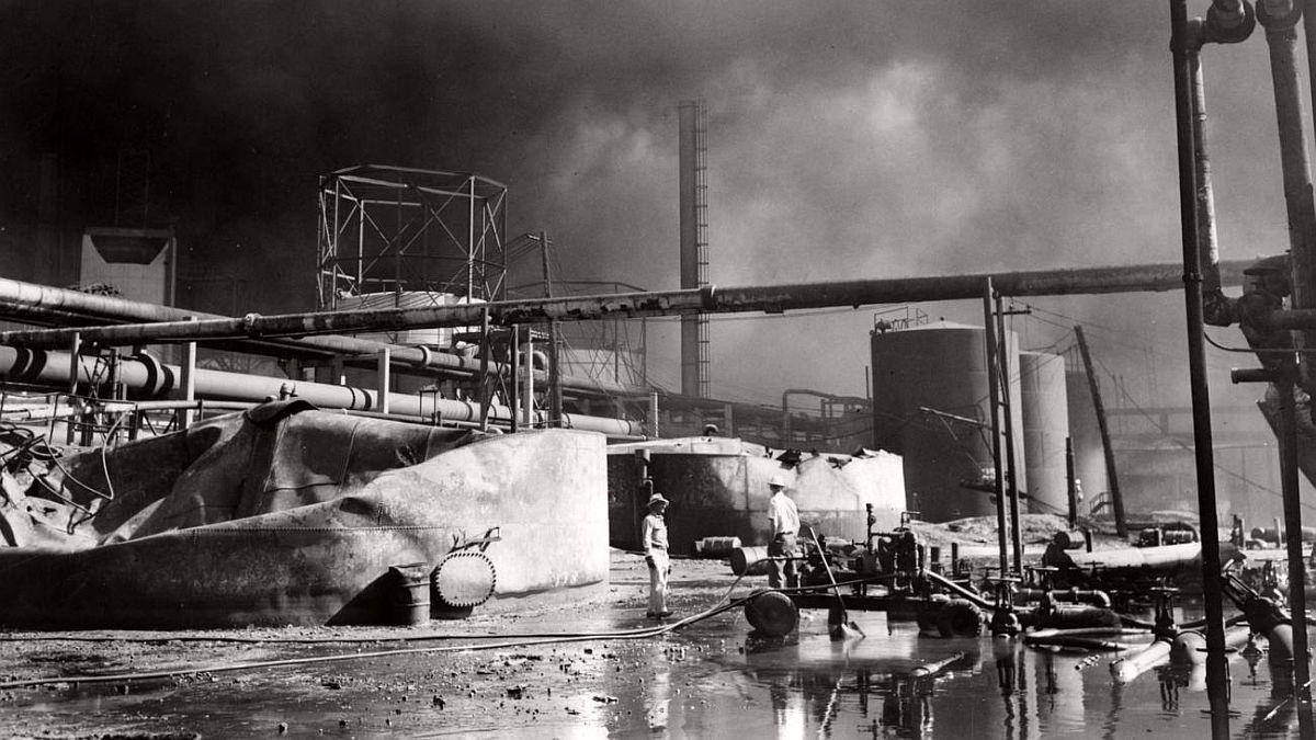 vintage-standard-oil-refinery-fire-1955-08