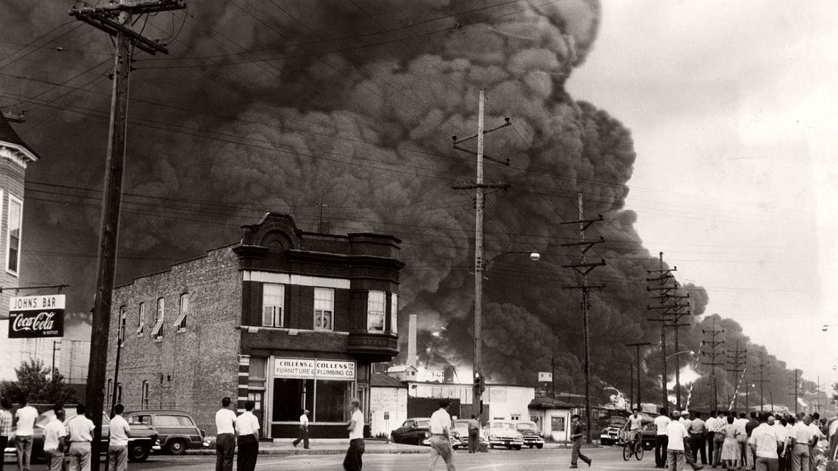 vintage-standard-oil-refinery-fire-1955-09