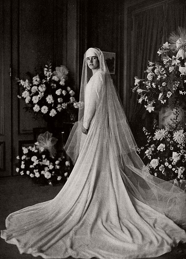 vintage-wedding-dresses-from-the-1920s-and-1930s-09