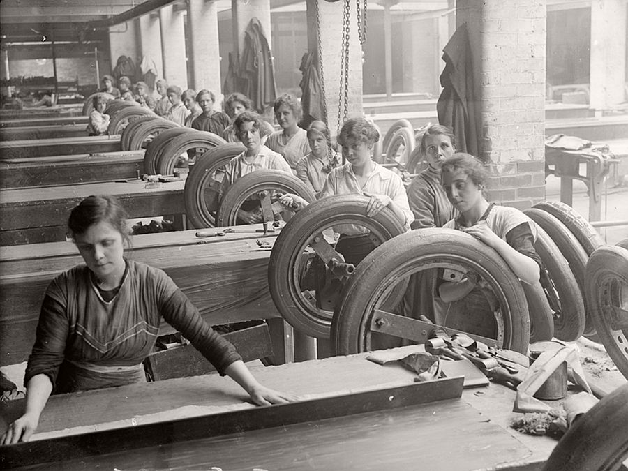 vintage-women-at-work-during-first-world-war-05