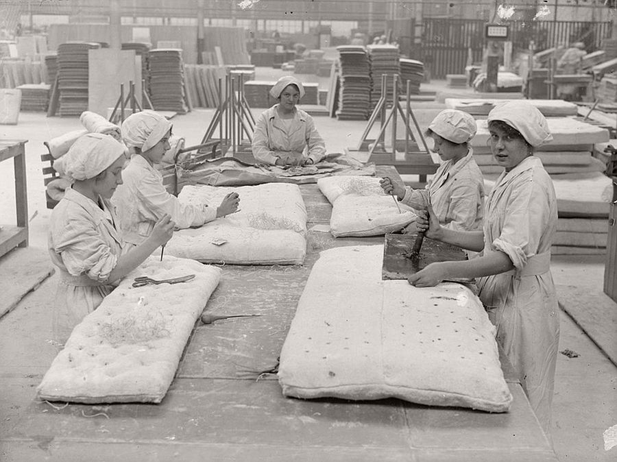 vintage-women-at-work-during-first-world-war-06
