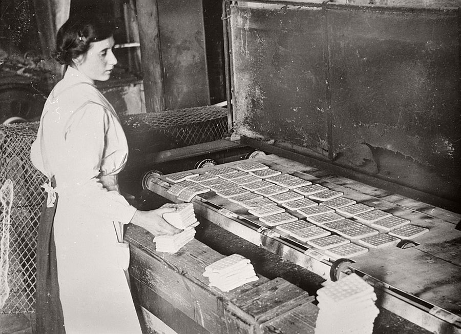 vintage-women-at-work-during-first-world-war-09