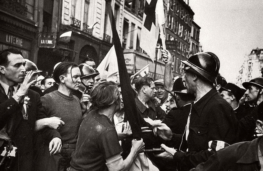robert-capa-vintage-france-during-the-world-war-ii-01