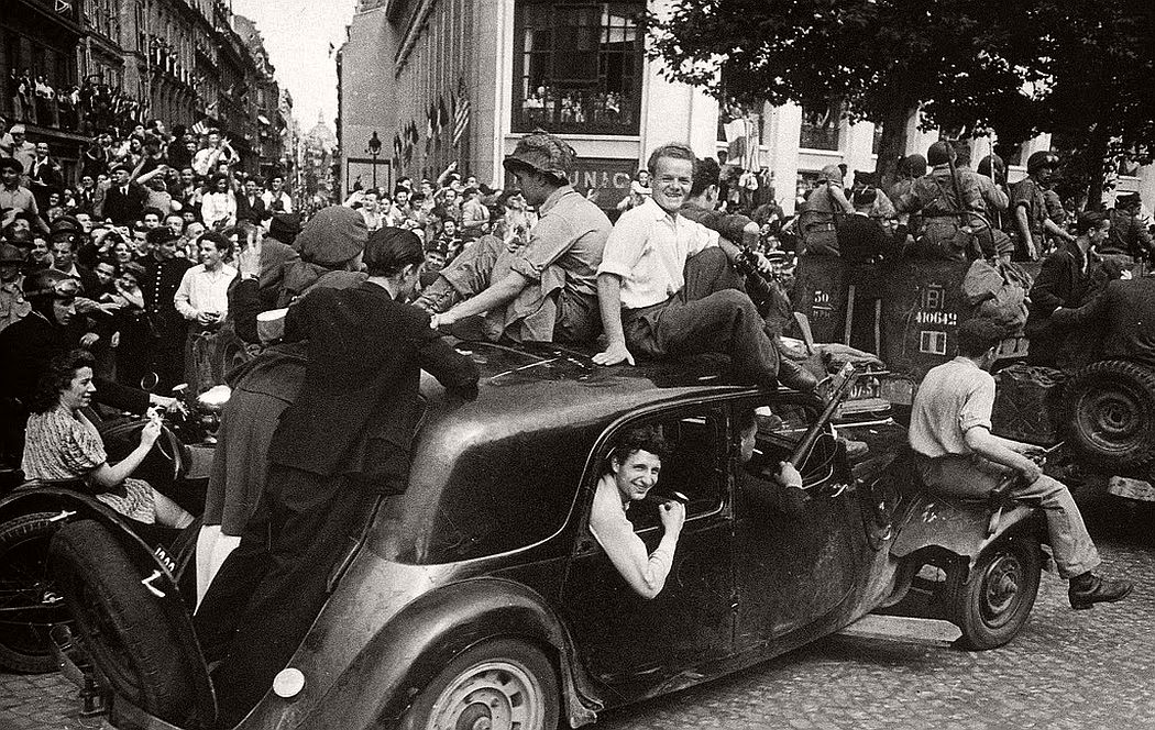 robert-capa-vintage-france-during-the-world-war-ii-04