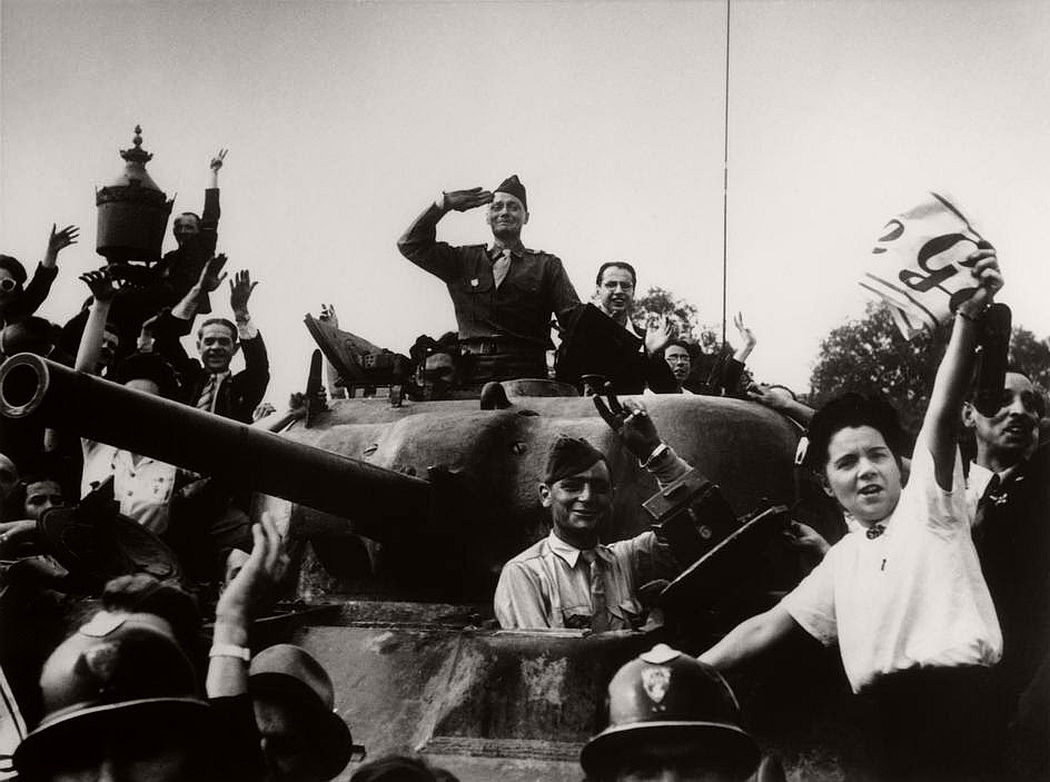 robert-capa-vintage-france-during-the-world-war-ii-10