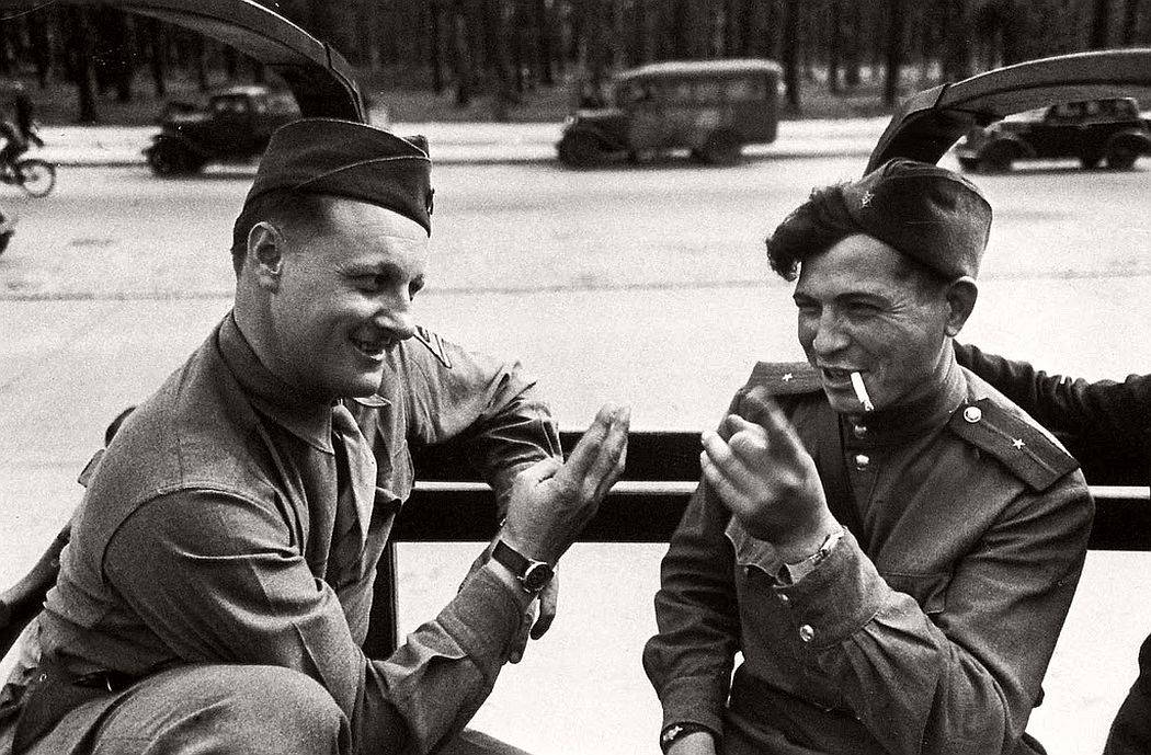 robert-capa-vintage-france-during-the-world-war-ii-13