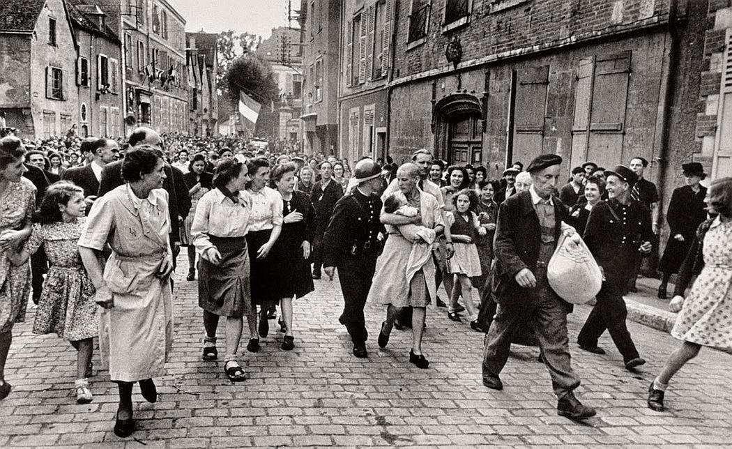 robert-capa-vintage-france-during-the-world-war-ii-17