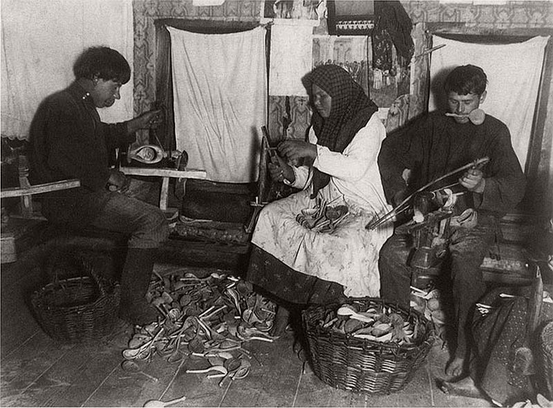 vintage-russian-peasants-and-their-craft-jobs-early-20th-century-14
