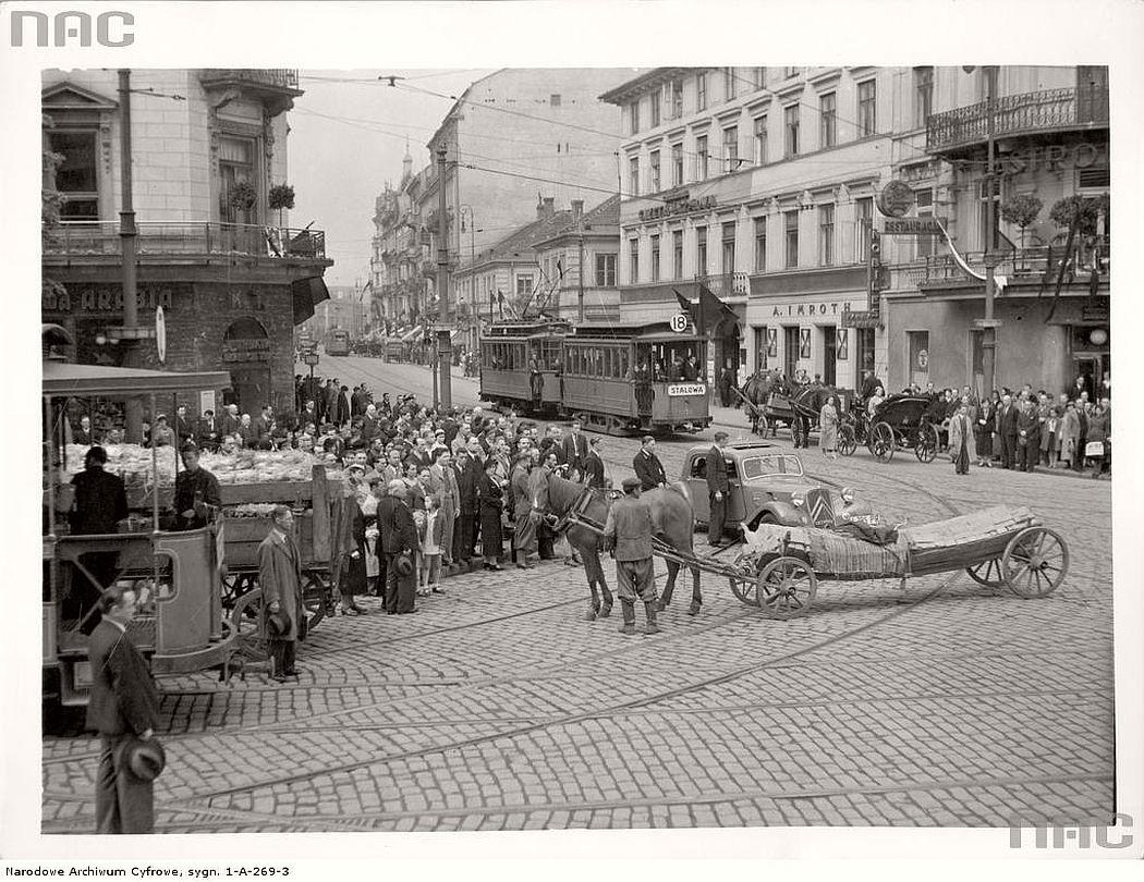 aleja-jerozolimskich-and-nowy-swiat-in-warsaw-1936