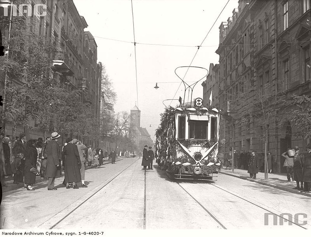 decorated-tram-during-the-opening-ceremony-of-the-new-line-in-krakow-1934