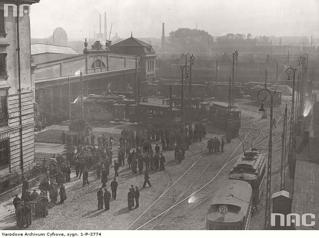 depot-near-kaweczynska-street-during-the-strike-warsaw-1937