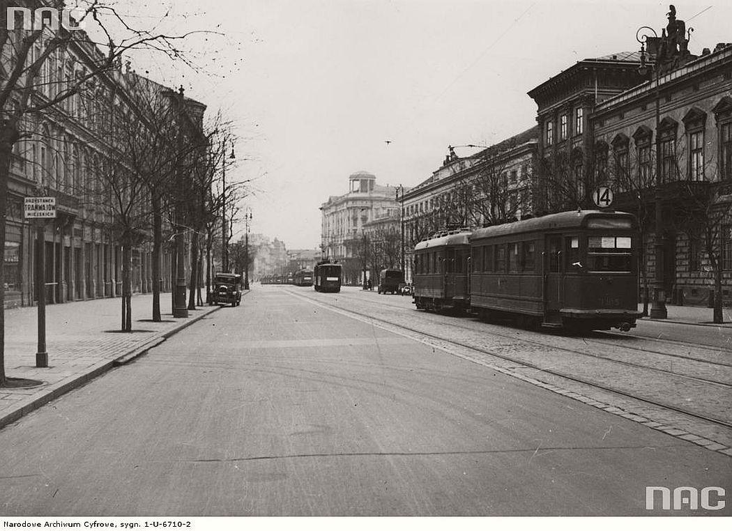 krakowskie-przedmiescie-street-in-warsaw-1939