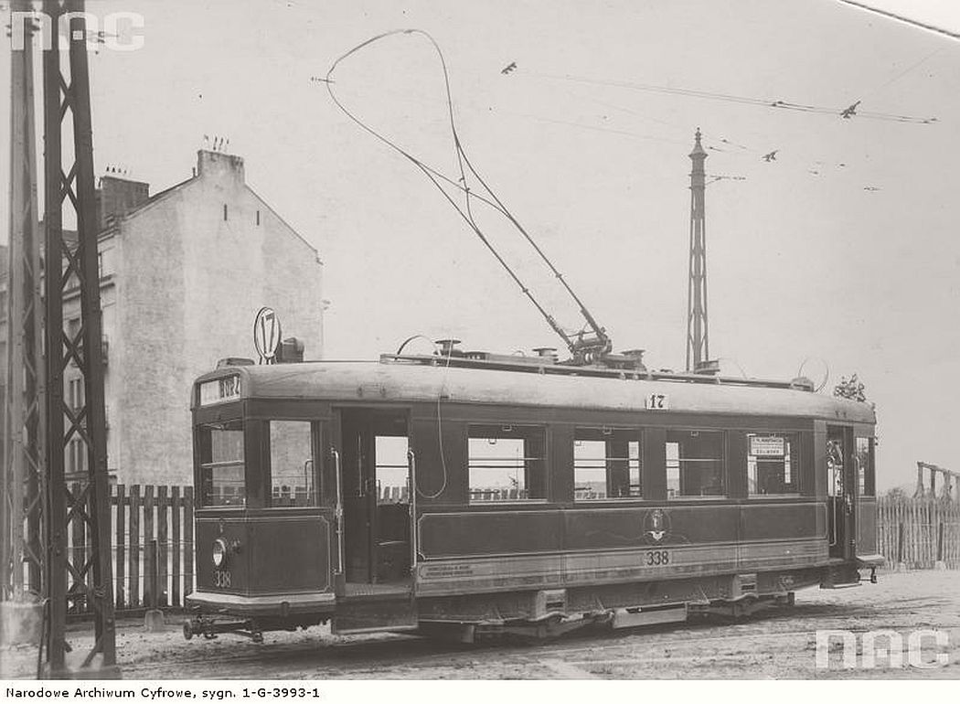 line-17-tram-at-the-depot-near-zoliborska-street-in-warsaw-1930s
