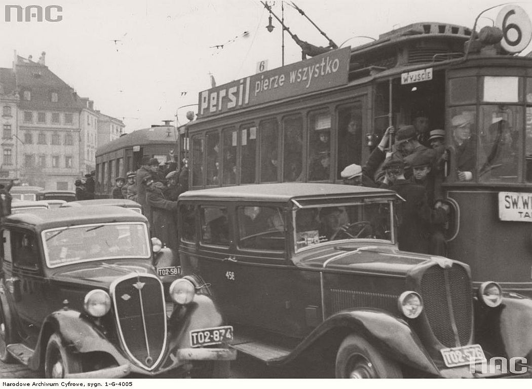 overcrowded-trams-in-warsaw-1937