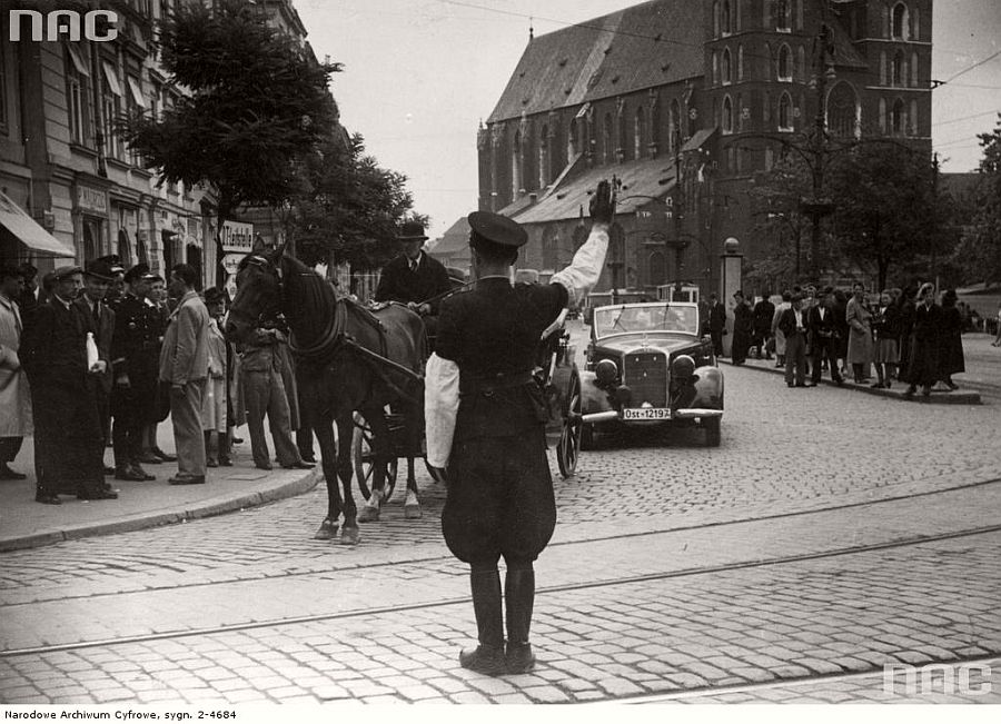 st-marys-church-kosciol-mariacki-in-the-background-krakow-1941