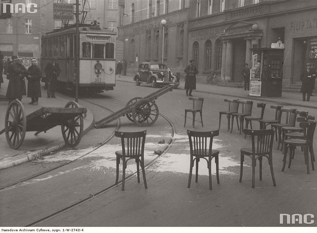 tram-bremen-1-type-near-dworcowa-street-in-katowice-1938