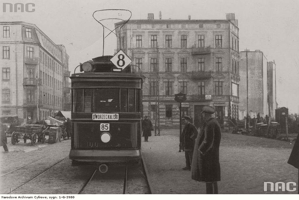 tram-herbrand-u107c-near-lodz-fabryczna-in-lodz-1930s