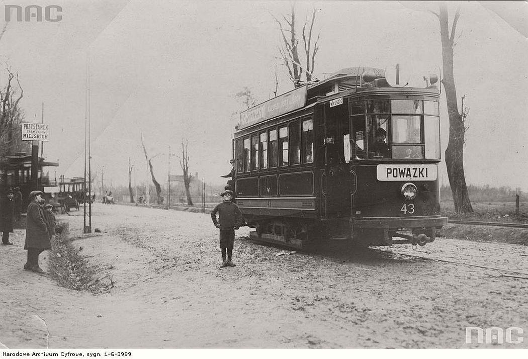 tram-near-pulawska-street-in-warsaw-1925