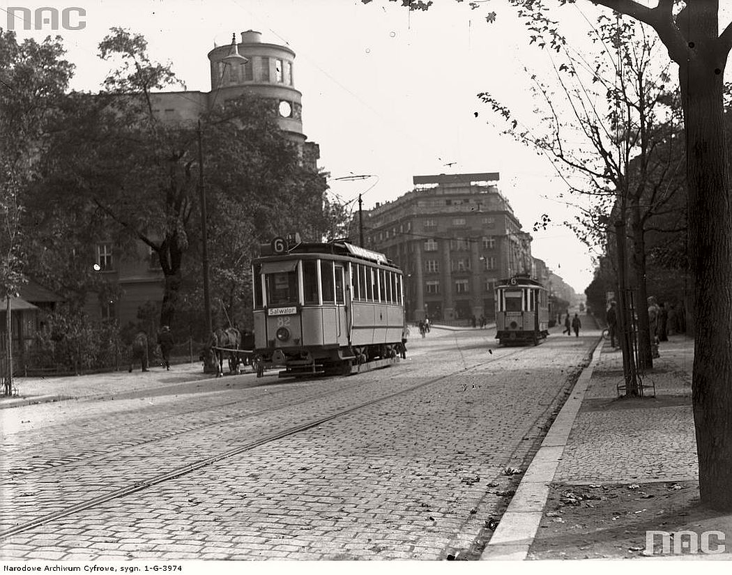 trams-near-sienna-street-in-krakow-1936