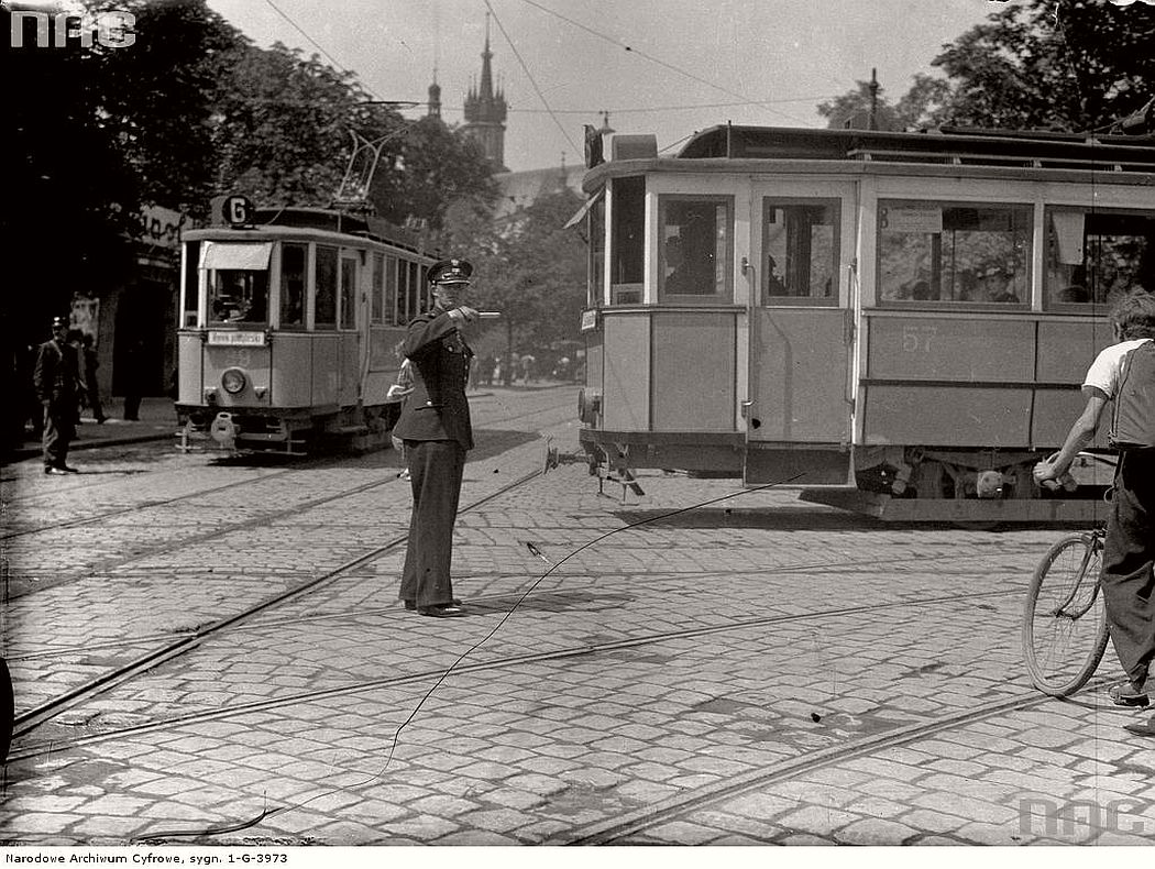 trams-near-starowislna-and-wielopole-in-krakow-1936