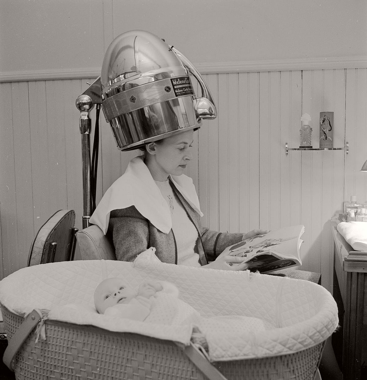 vintage-beauty-salons-and-early-hair-dryers-1920s-1940s-05