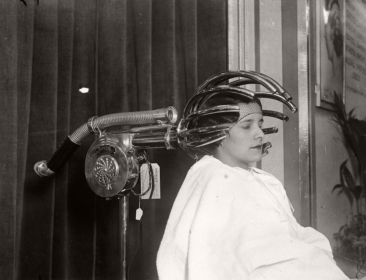 vintage-beauty-salons-and-early-hair-dryers-1920s-1940s-12