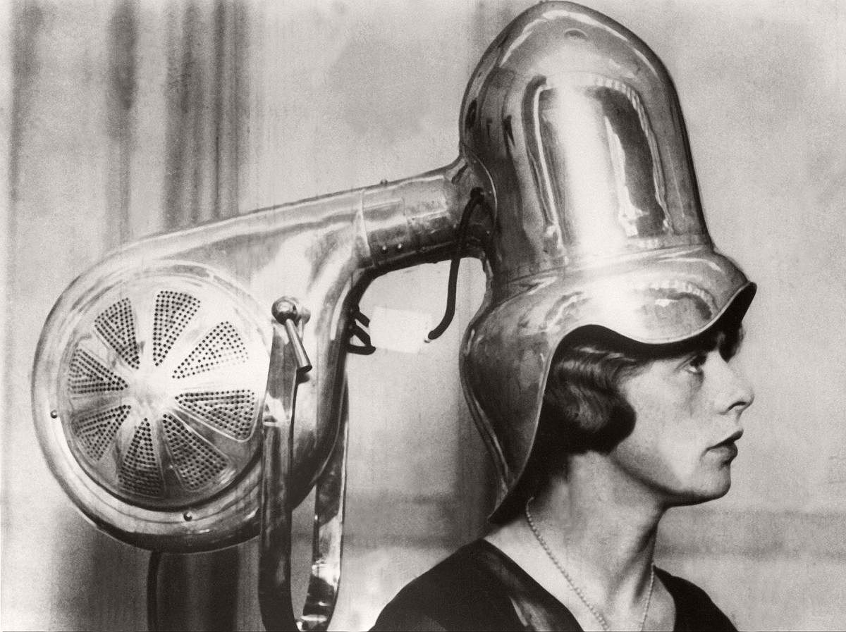 vintage-beauty-salons-and-early-hair-dryers-1920s-1940s-13
