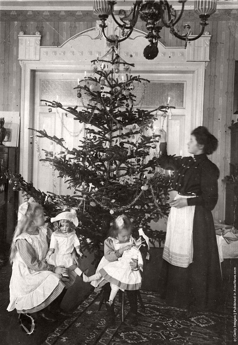 vintage-children-celebrating-christmas-1900s-early-xx-century-02