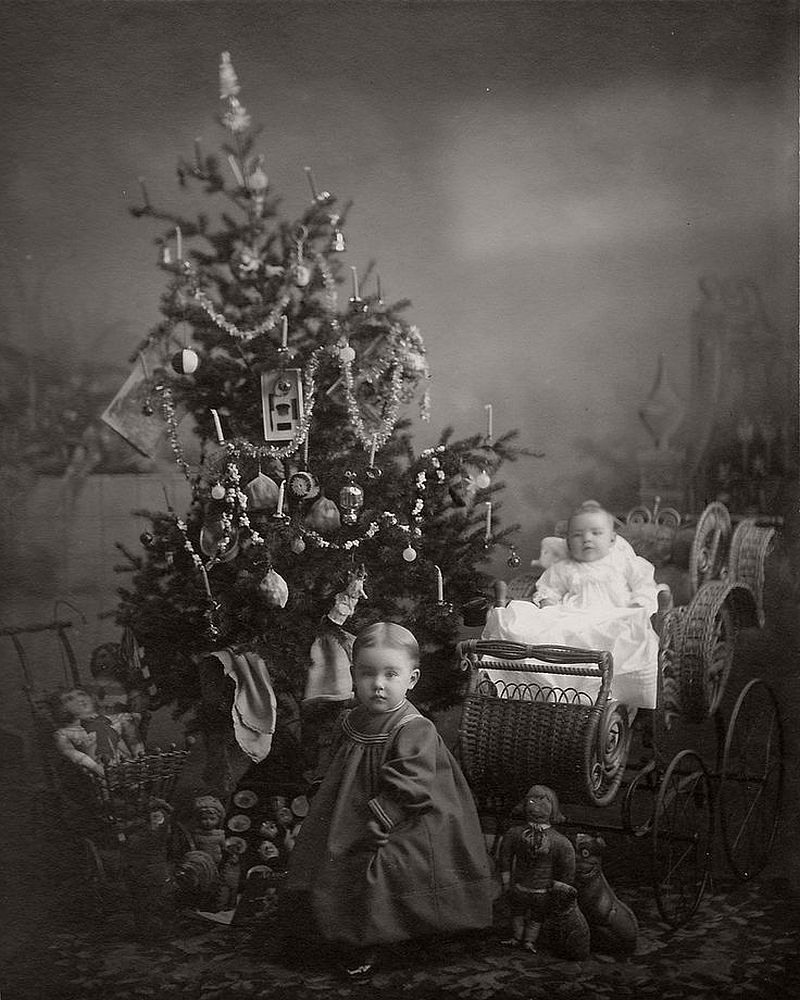 vintage-children-celebrating-christmas-1900s-early-xx-century-06
