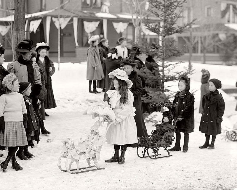vintage-children-celebrating-christmas-1900s-early-xx-century-09