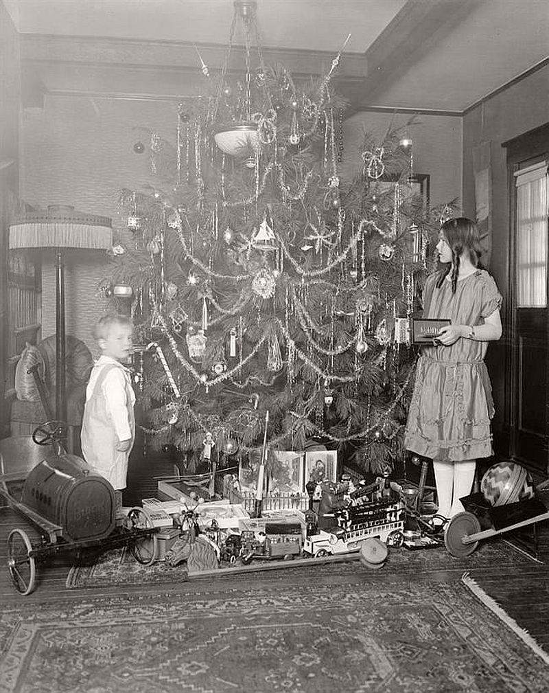 vintage-children-celebrating-christmas-1900s-early-xx-century-11