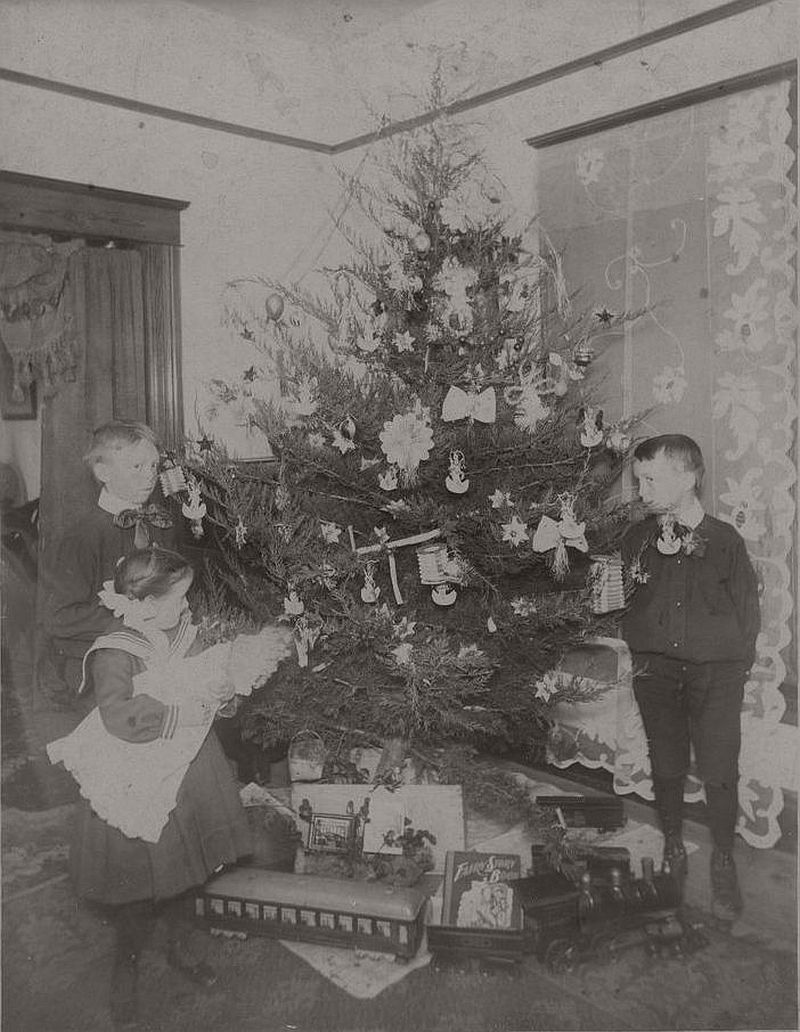 vintage-children-celebrating-christmas-1900s-early-xx-century-13