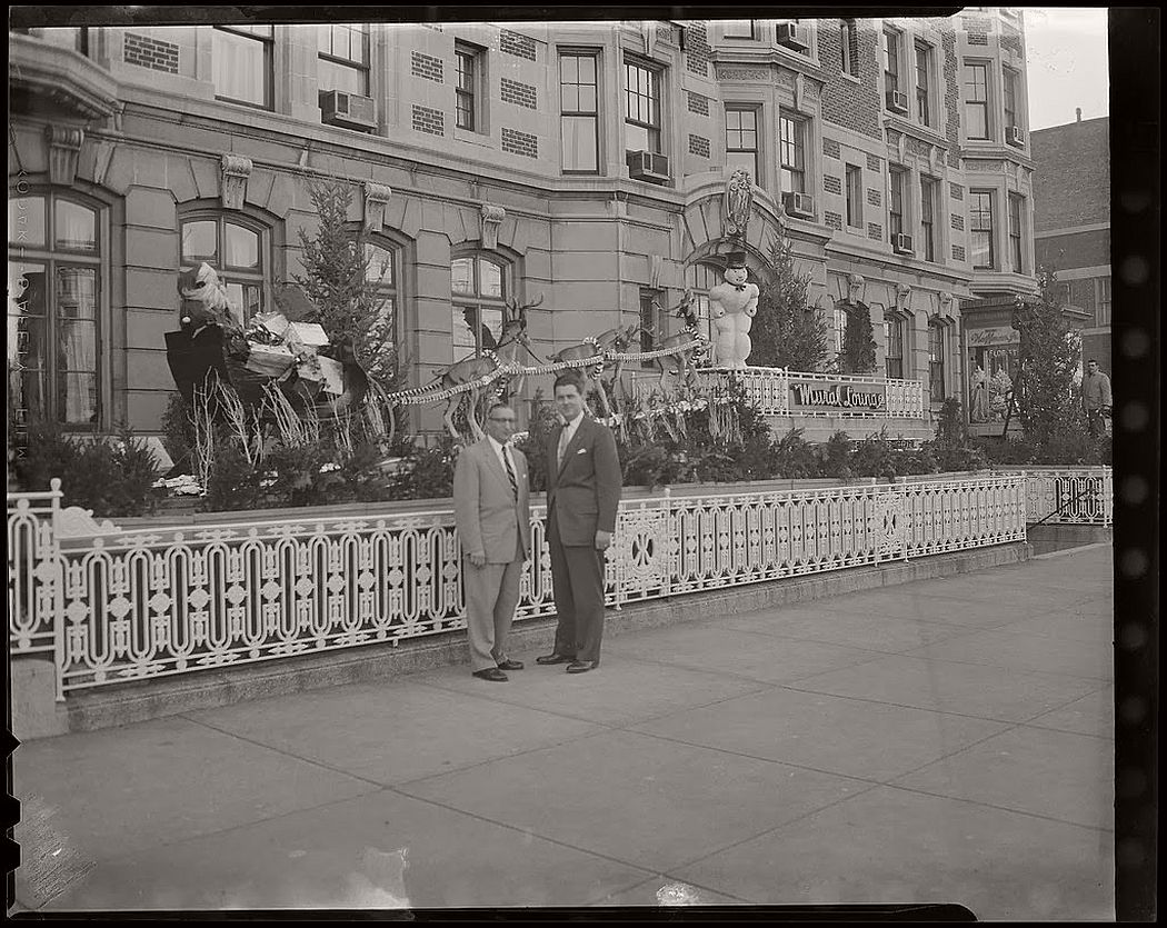 vintage-christmas-decorations-in-boston-03