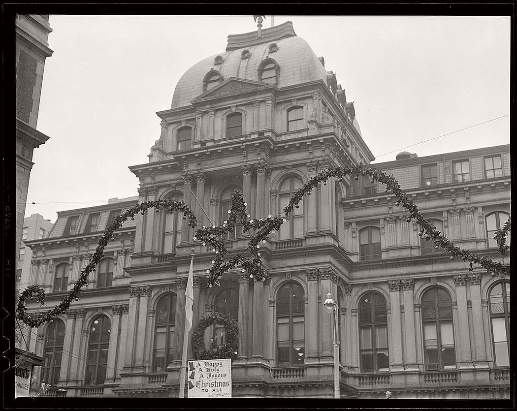 vintage-christmas-decorations-in-boston-04