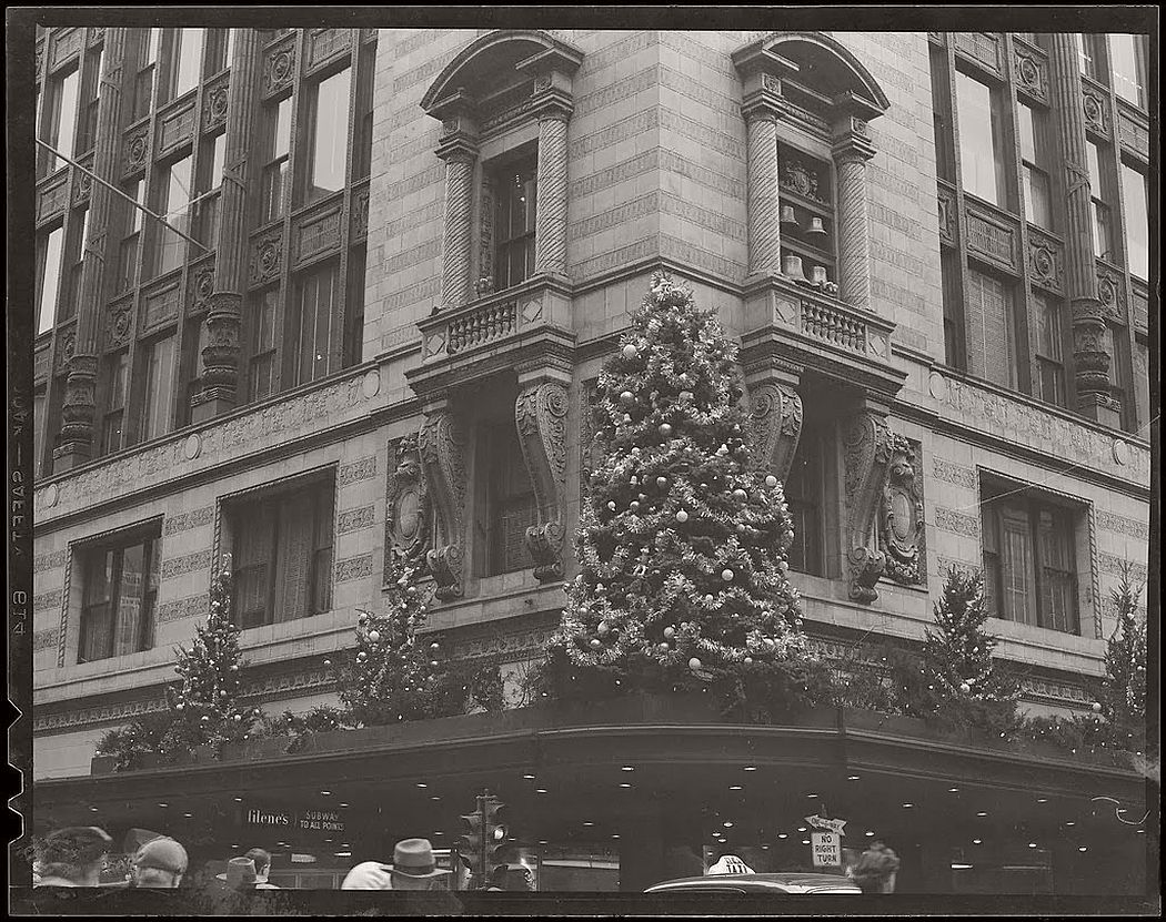 vintage-christmas-decorations-in-boston-07
