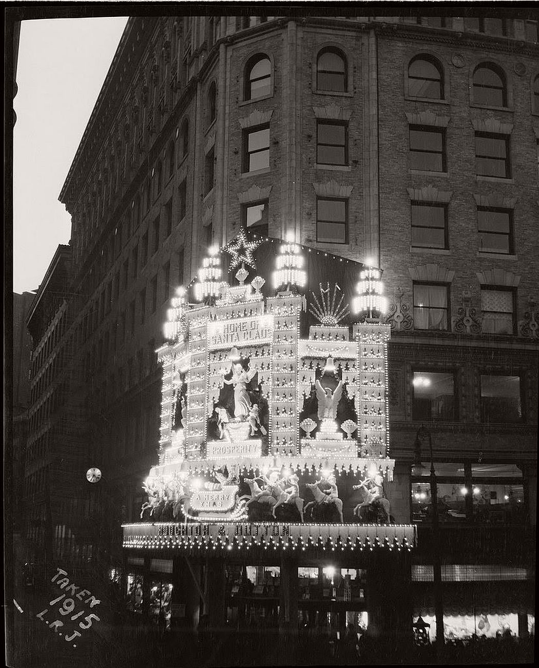 vintage-christmas-decorations-in-boston-09