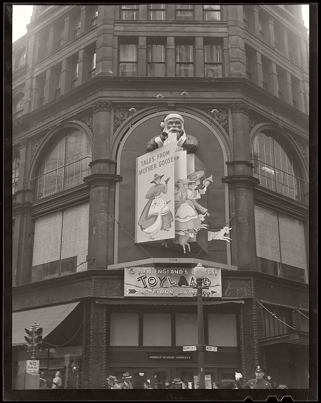 vintage-christmas-decorations-in-boston-12
