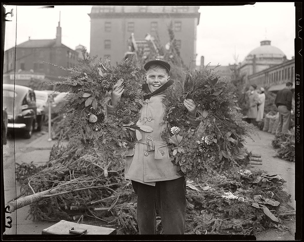 vintage-christmas-decorations-in-boston-13