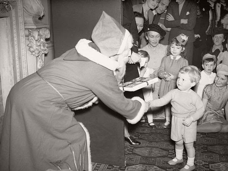 vintage-christmas-during-the-world-war-ii-1940s-01