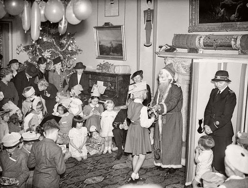 vintage-christmas-during-the-world-war-ii-1940s-16