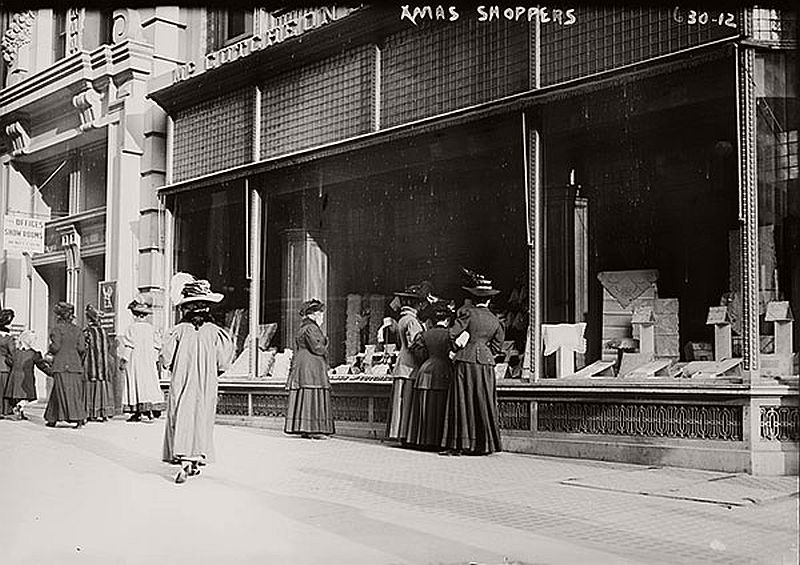 vintage-christmas-shopping-in-new-york-city-03