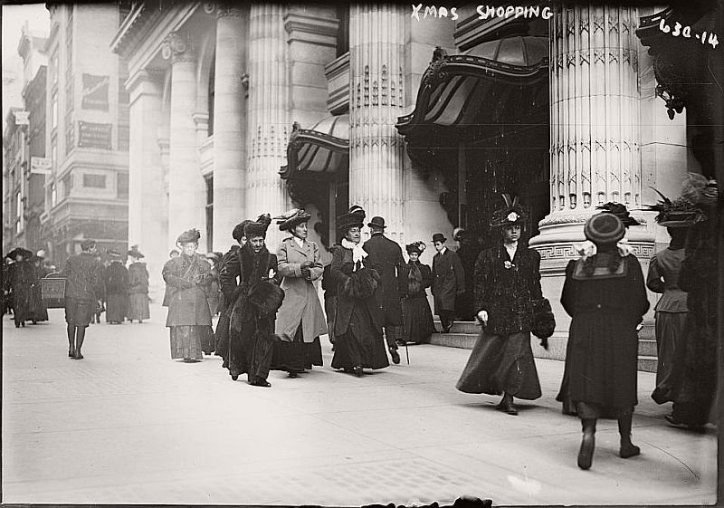 vintage-christmas-shopping-in-new-york-city-06