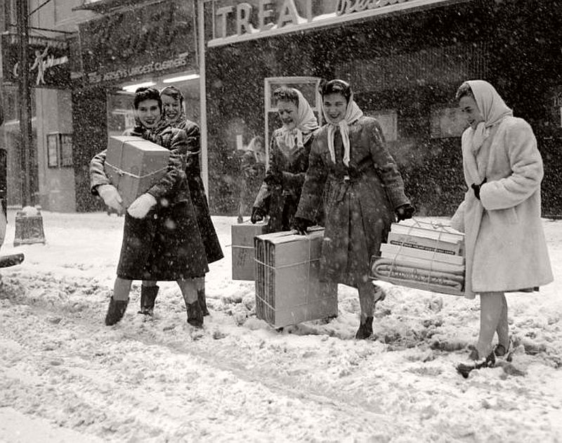 vintage-christmas-shopping-in-new-york-city-07