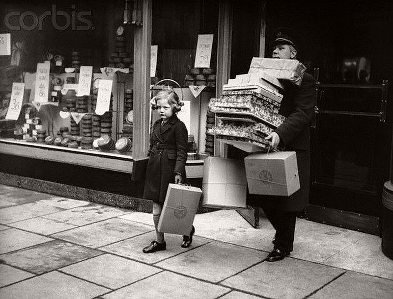 vintage-christmas-shopping-in-new-york-city-08