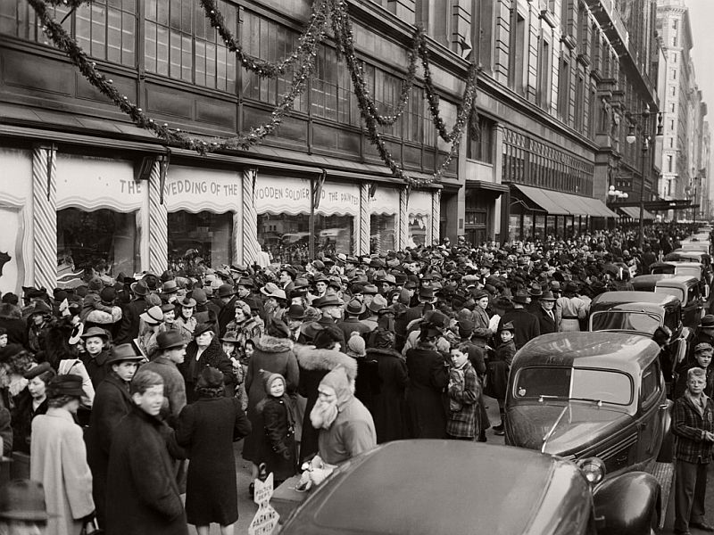 vintage-christmas-shopping-in-new-york-city-10