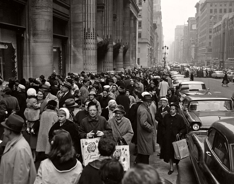 vintage-christmas-shopping-in-new-york-city-11