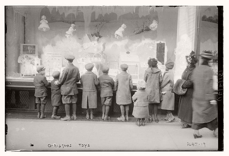 vintage-christmas-shopping-in-new-york-city-12