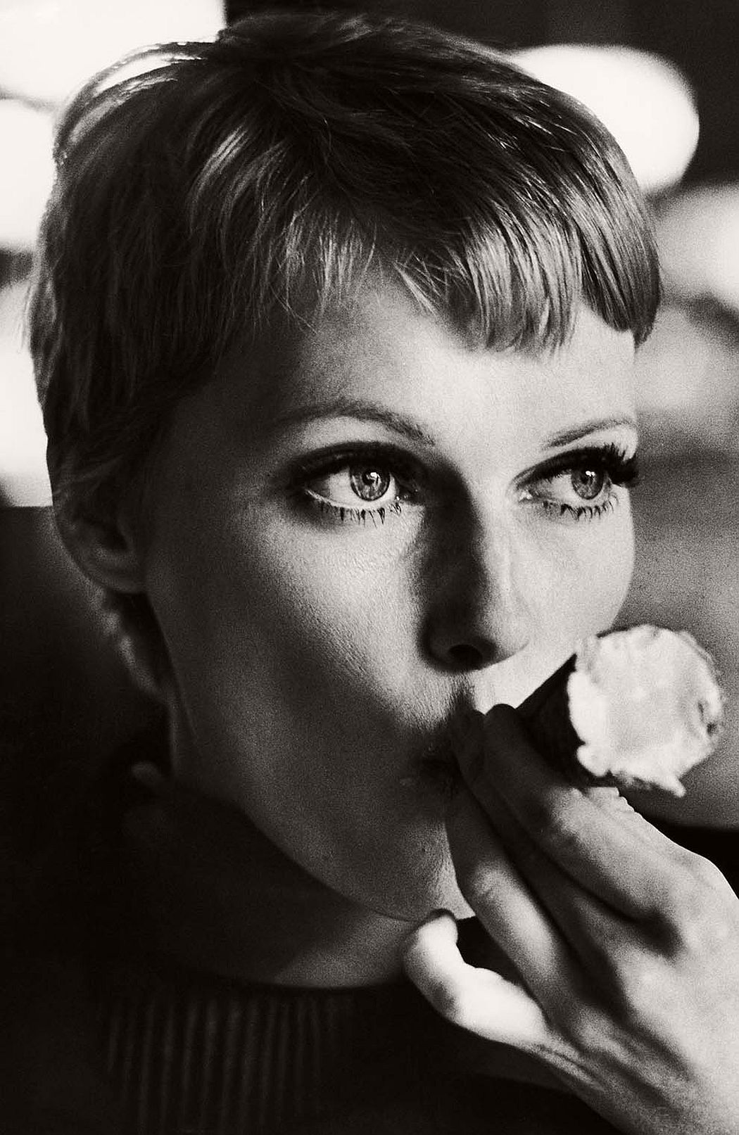 vintage-funny-bw-photos-of-celebrities-eating-08